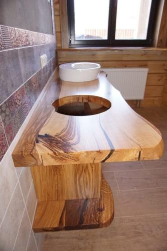 Поверхность из массива в ванную