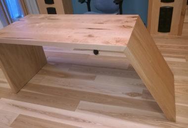 Косой письменный стол из массива