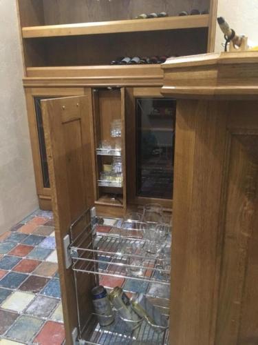 Стол кухонный из массива