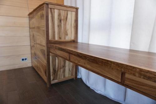 Деревянная мебель в спальню